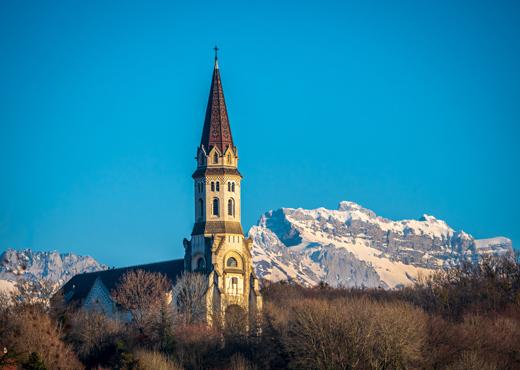 La Basilique de la Visitation et la Tournette enneigée