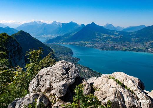 Panorama sur le lac d'Annecy depuis le Mont Veyrier