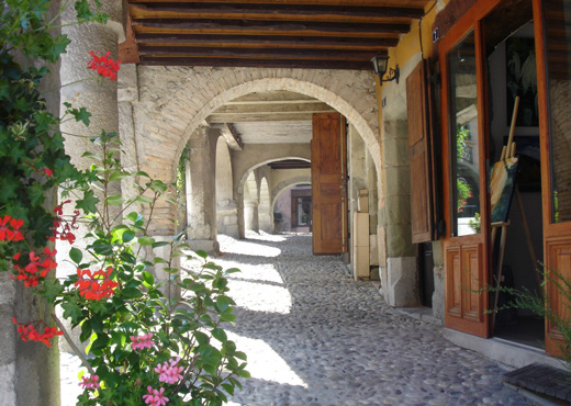 Arcades du bourg médiéval d'Alby-sur-Chéran