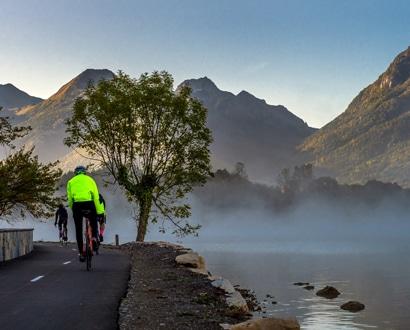 Cyclistes au Bout-du-Lac