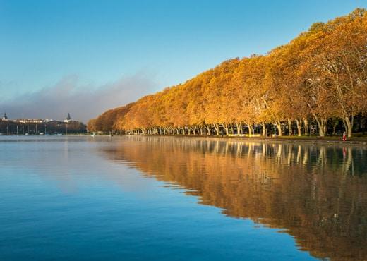 Le lac et l'avenue d'Albigny