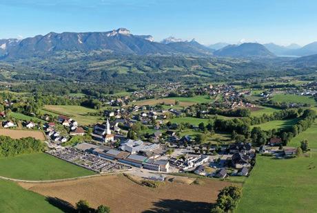 Vue aérienne du village de Groisy